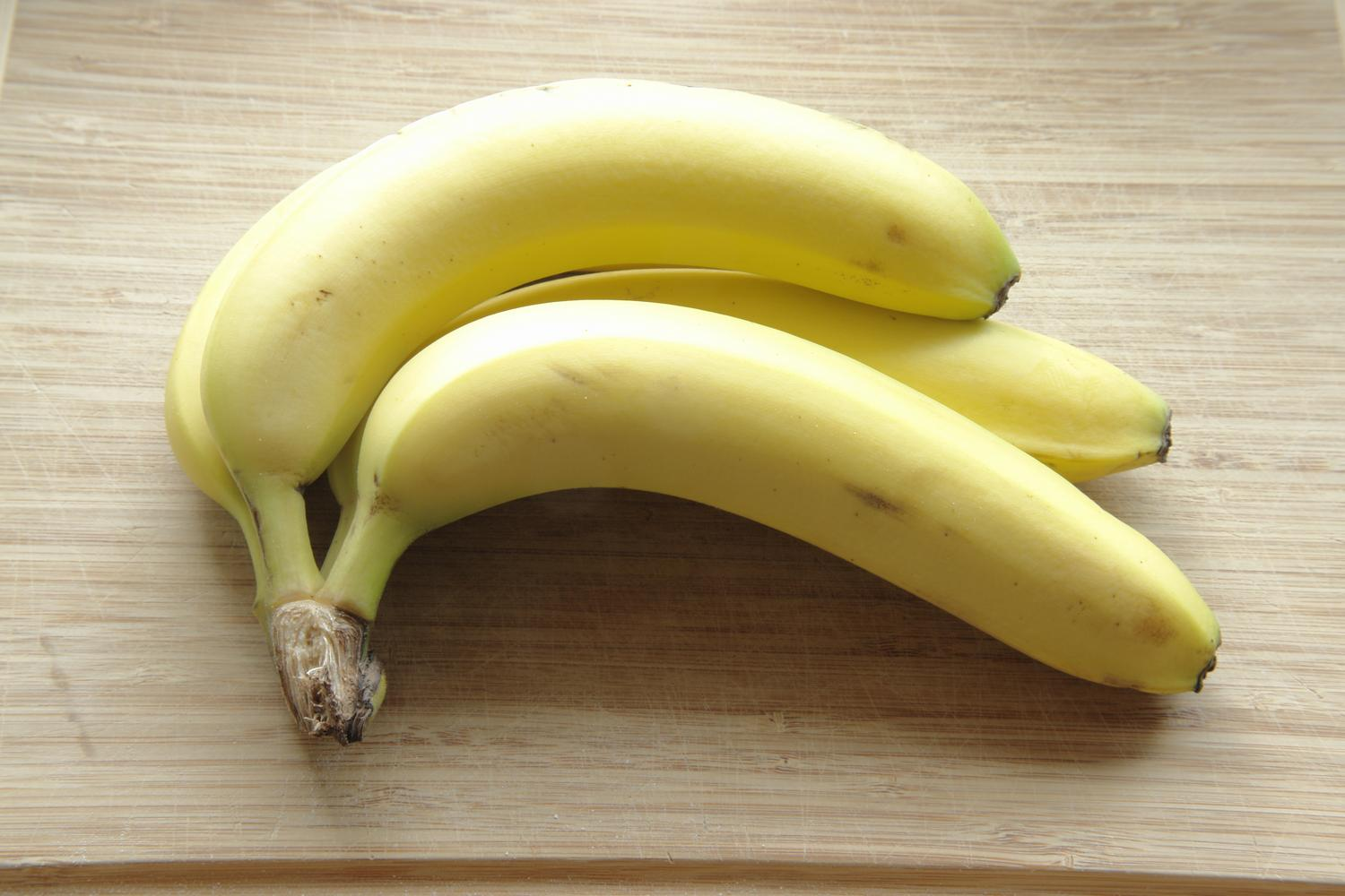 - Ordinary bananas -  - taken with Sony DSC-R1 - - art  - photography - by Tony Karp