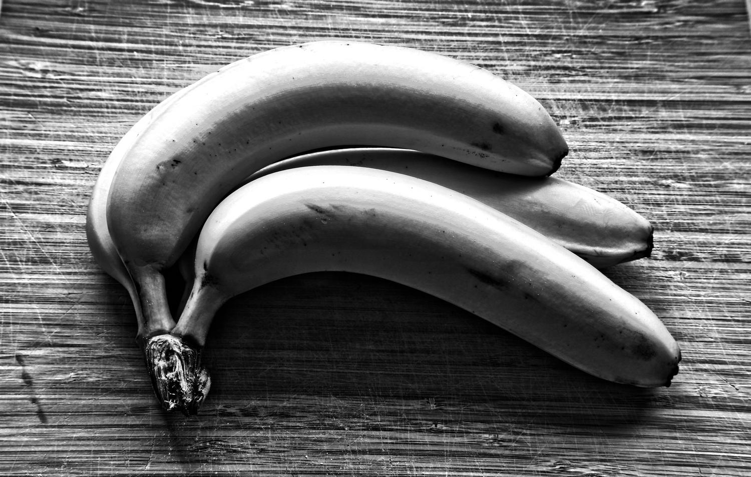 - Tough, urban bananas -  - taken with Sony DSC-R1 - - art  - photography - by Tony Karp