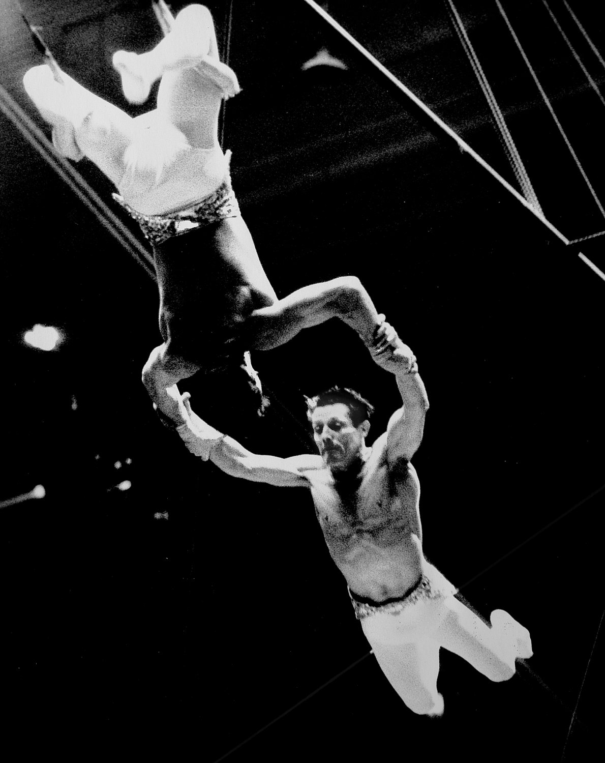 - Another perfect catch on the flying trapeze. - Leo Stashin. Circus, Ringling Bros. Barnum and Bailey, Madison Square Garden, tightrope, trapeze. Alzana, black and white - Tony Karp, design, art, photography, techno-impressionist, techno-impressionism, aerial photography , drone , drones , dji , mavic pro , video , 3D printing - Books -