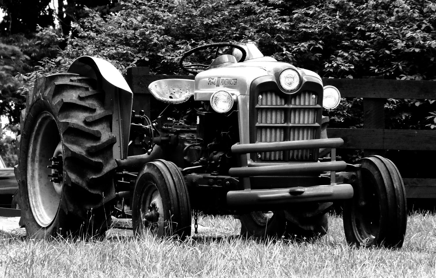 Old Ford tractor - Here's the tractor in dynamic black and white - Panasonic DMC-FZ18 - Tony Karp, design, art, photography, techno-impressionist, techno-impressionism, aerial photography , drone , drones , dji , mavic pro , video , 3D printing - Books -