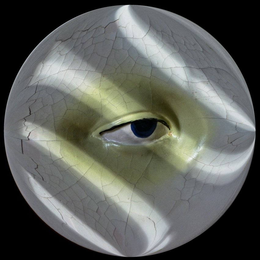 - An old Italian eye, in cracked plaster -  Tony Karp's Bubble Pictures - From 1959 to 2013 - Tony Karp, design, art, photography, techno-impressionist, techno-impressionism, aerial photography , drone , drones , dji , mavic pro , video , 3D printing - Books -